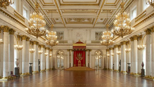Private tour of Hermitage Museum and 1-hour canal cruise