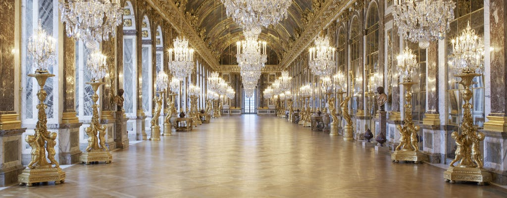 Shuttle from Paris to Versailles roundtrip (without entrance tickets)