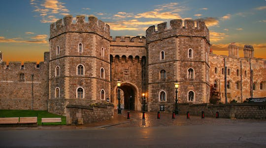Small Group Tour to Windsor Town and Entry to Stonehenge with 2-Course Lunch