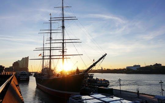 Hamburg morning tour with Reeperbahn, harbor and fish market