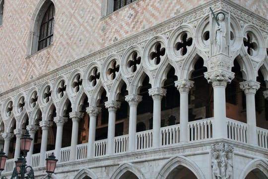 Historical Venice skip the line tour with gondola ride