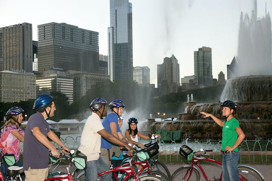 Ultimate city bike tour in Chicago