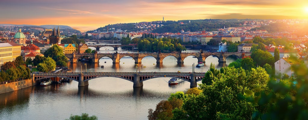 Sightseeing cruise on the Vltava River with refreshments in Prague
