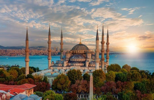 Istanbul Super Saver half-day Bosphorus cruise, spice market tour and Turkish dinner