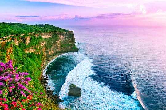 Classic Bali Tour: Uluwatu and BBQ at Jimbaran bay
