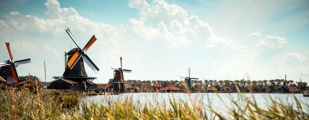 Hop-on hop-off  to Zaanse Schans, Edam and Volendam with 1-hour canal cruise combo ticket