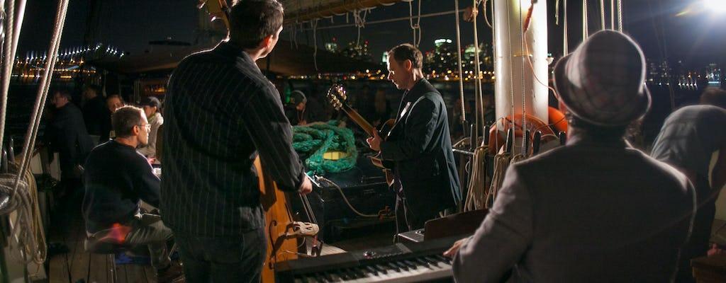 Закатное вино и джаз плывут на борту Клипер Сити
