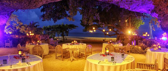 Secret Cave Dining a Bali