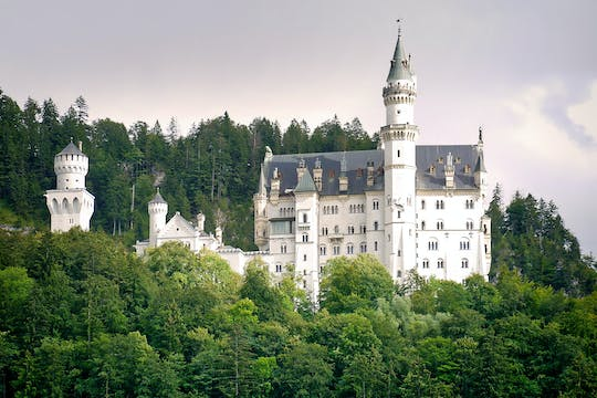 VIP tour to Linderhof Palace and Neuschwanstein Castle from Munich