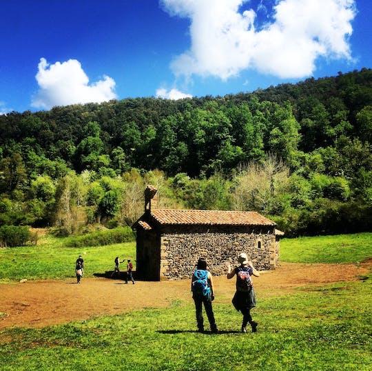 Ла Гарроча вулканические зоны природного парка пешие прогулки и Бесалу средневековый город