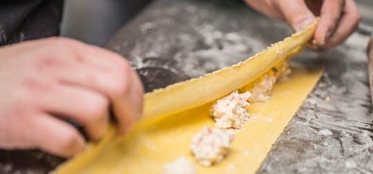 Ravióli e almôndegas aula de culinária em Roma