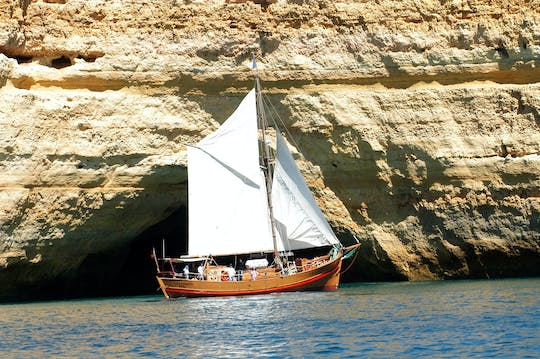 Captain Hook cruise on Leãozinho from Albufeira