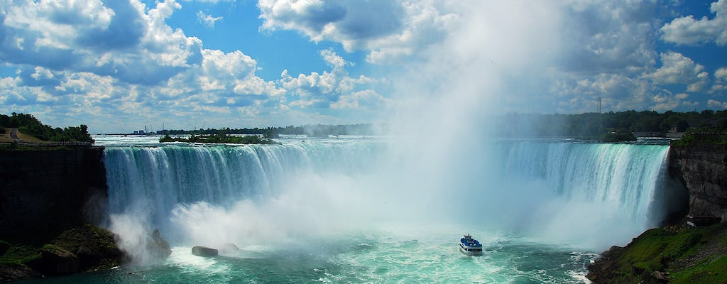 Canadian-American tour in Niagara Falls with boat ride