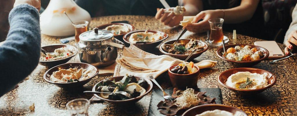 Experiência gastronômica com uma família local em Amã