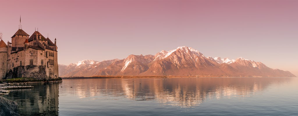 Winter tour to Chaplin, Montreux and Chillon Castle from Lausanne by bus