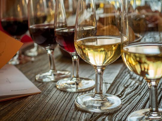 Wines of Lyon wine tasting in Croix Rousse neighbourhood