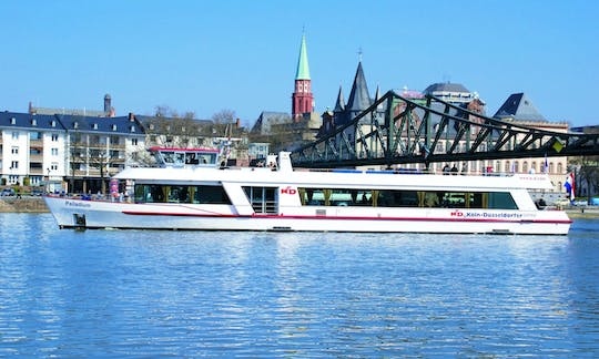 Panorama river boat cruise in Frankfurt with audio guide