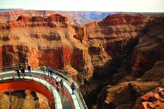 Excursão para grupos pequenos VIP na borda oeste do Grand Canyon com opções de helicóptero e barco do pontão
