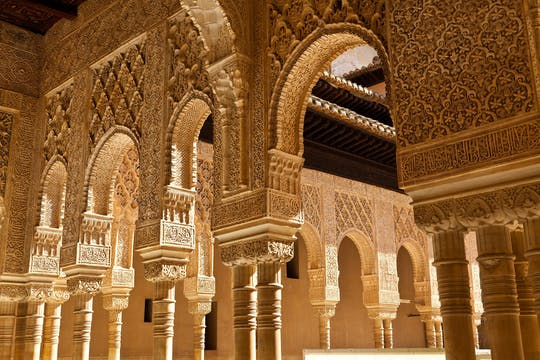 Entradas sin colas y visita nocturna guiada a la Alhambra y los Palacios Nazaríes