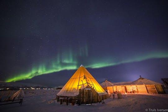 Slitta notturna con renne con cena e aurora boreale