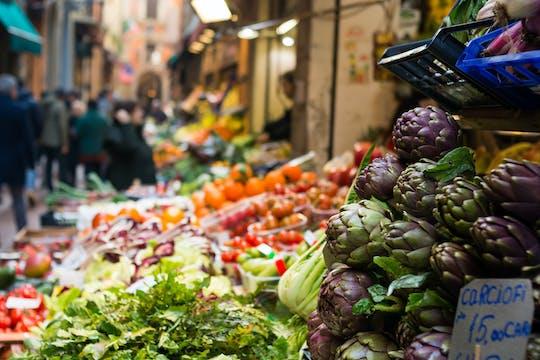 Visita al mercato e lezione di cucina privata presso la casa di Cesarina a Como