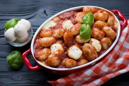 Visita ao mercado e experiência gastronômica na casa de uma Cesarina em Sorrento