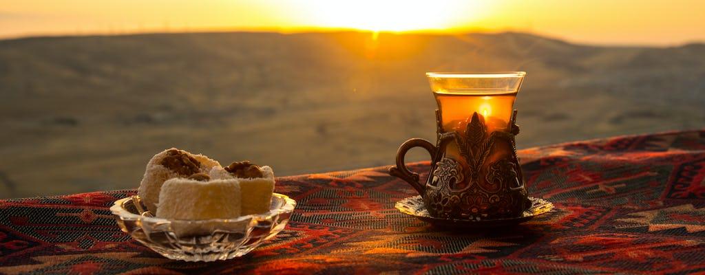 Déjeuner traditionnel dans le désert Agafay de Marrakech