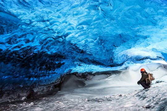 Excursão de caverna de gelo azul cristalina de Jökulsárlón com um super jipe