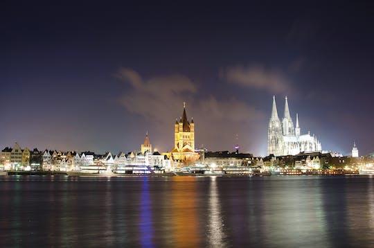 Cruzeiro à noite no rio em Colônia