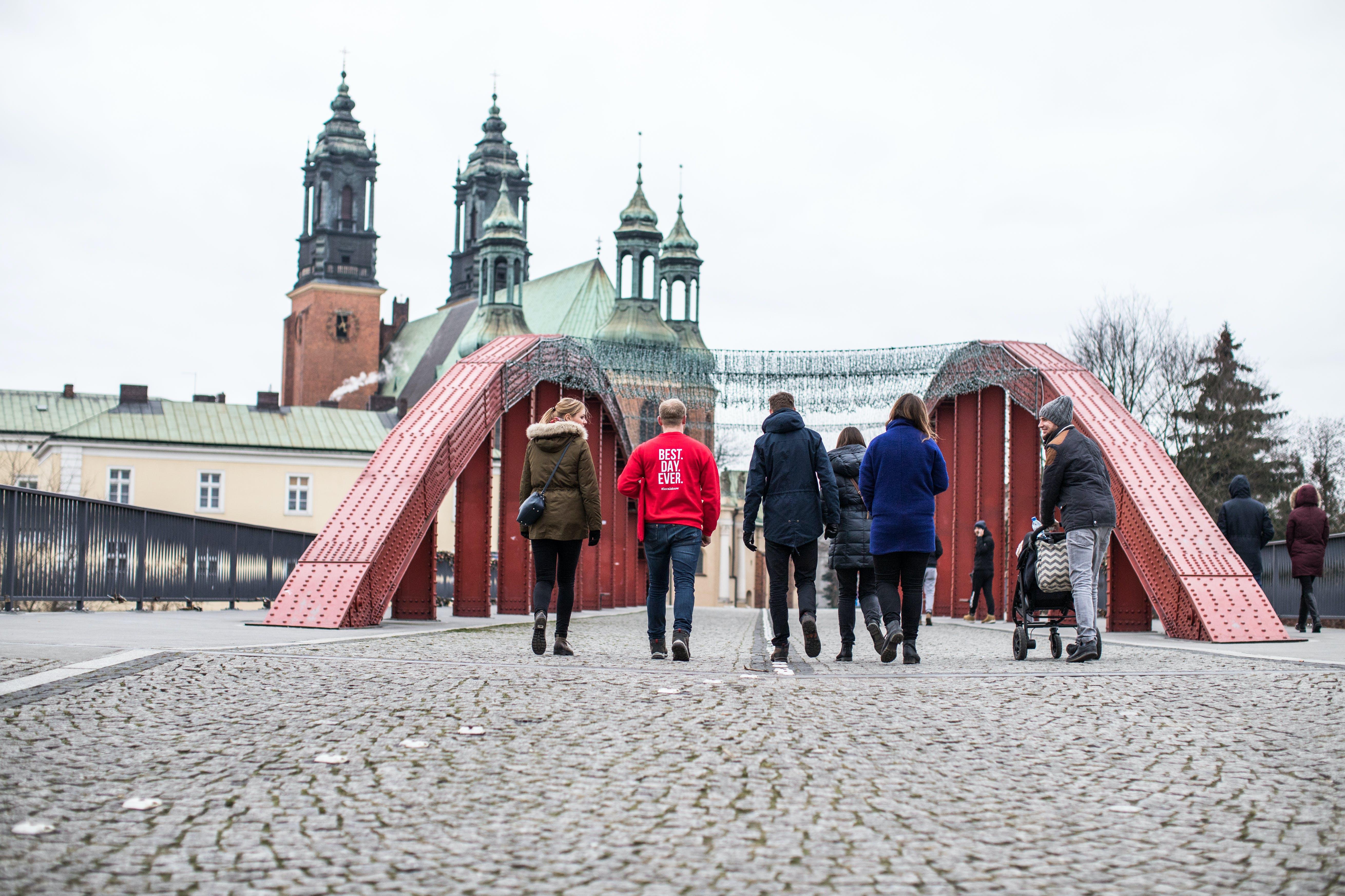 Poznan site de rencontre assez peu menteurs Spencer et Caleb datant