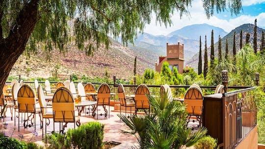Almoço em um Kasbah nas montanhas do Atlas