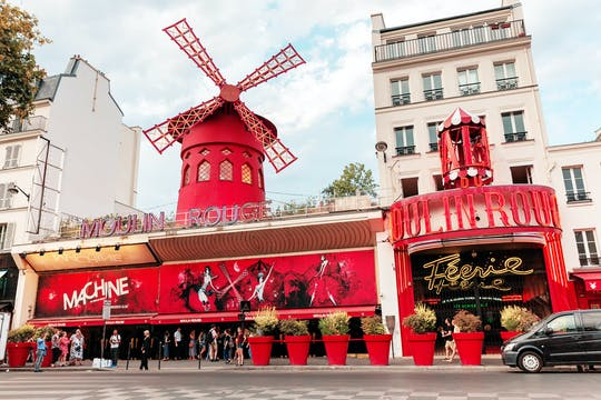 Dinner at the Eiffel Tower, cruise and show at Moulin Rouge