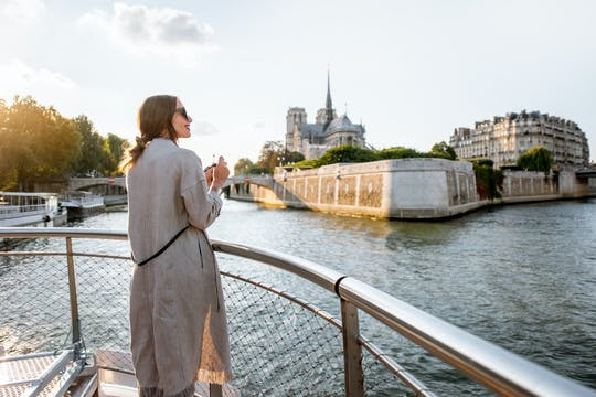 Morning Seine river cruise with live guide
