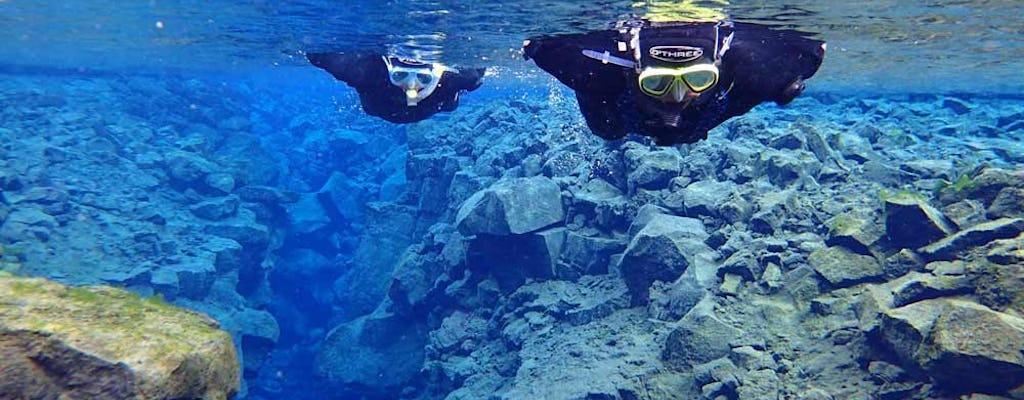 Tour de snorkel en negro y azul en Silfra
