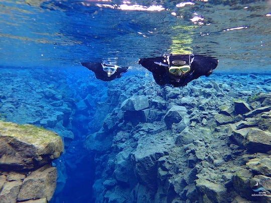 Black and blue snorkeling tour in Silfra