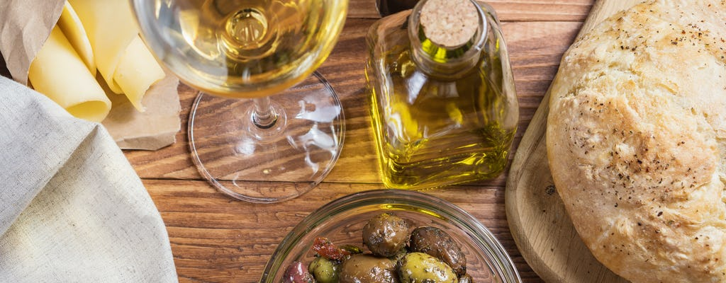 Visita a la bodega Di Giovanna con degustación de cuatro vinos y almuerzo ligero.