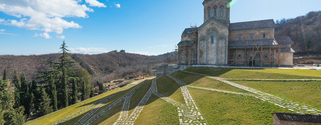 Ananuri Fortress, Kazbegi and Gergeti Trinity Church private tour