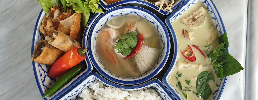 Clase de cocina casera en la cocina casera de Baan Nate