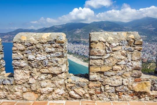 Wintertour zur Burg von Alanya und Höhlenbesuch