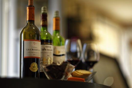 Visita, degustación de Saint-Emilion y tapas en el bar de vinos del castillo