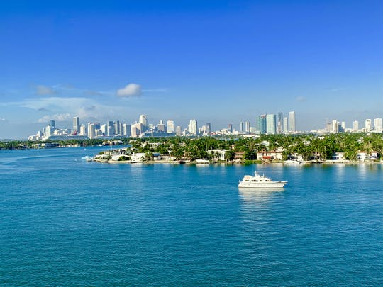 Miami Movie tour with sightseeing boat