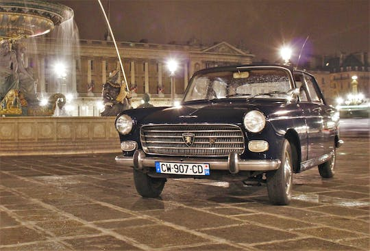 Night guided tour of Paris in a collection car
