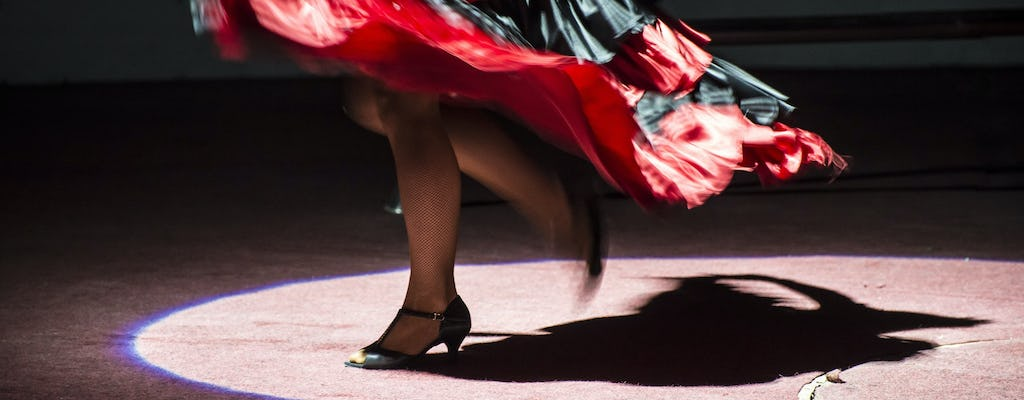 Flamenco walking tour in Seville with show