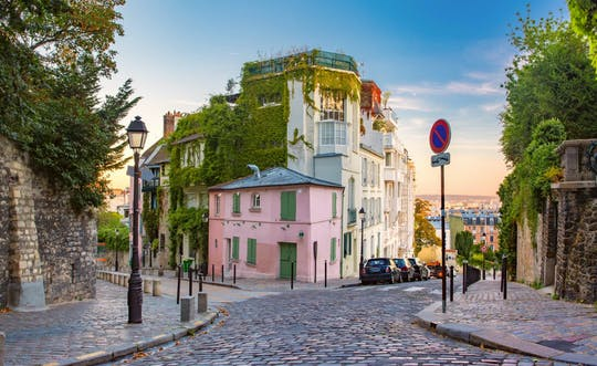 Paris Montmartre city game and tour