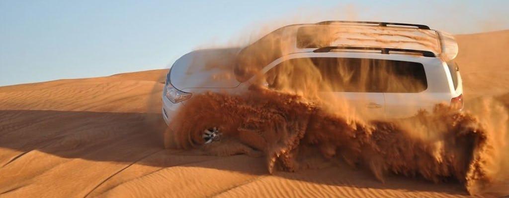 Safari po dubajskiej czerwonej pustyni z grillem, przejażdżką na wielbłądzie i sandboardingiem
