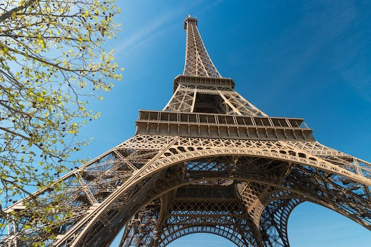 Audioguided visit of the Eiffel Tower with meal on its ephemeral terrace