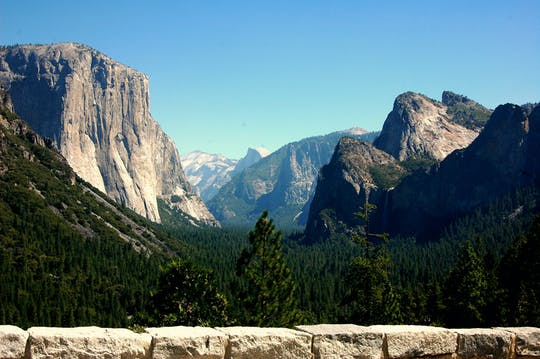 Overnight Yosemite tour at Cedar Lodge