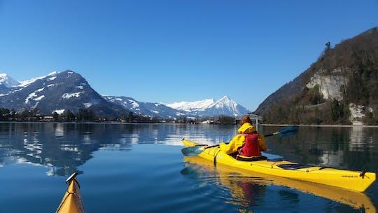 Randonnée hivernale en kayak sur le lac de Brienz