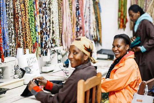 Обед и Шанга посетить мастер-Килиманджаро