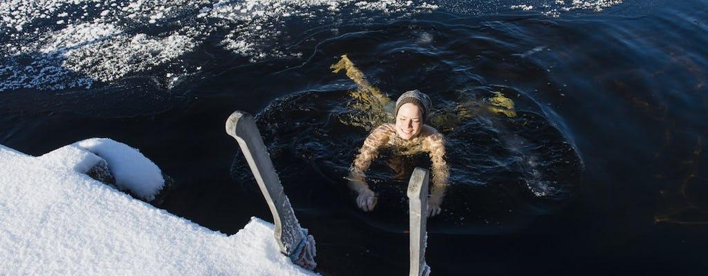 Arctische ervaring met ijszwemmen en Finse sauna